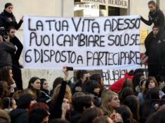 Foto esemplicativa da google (positanonews.it)  24-11-2010 Roma (studenti contro il ddl Gelmini)